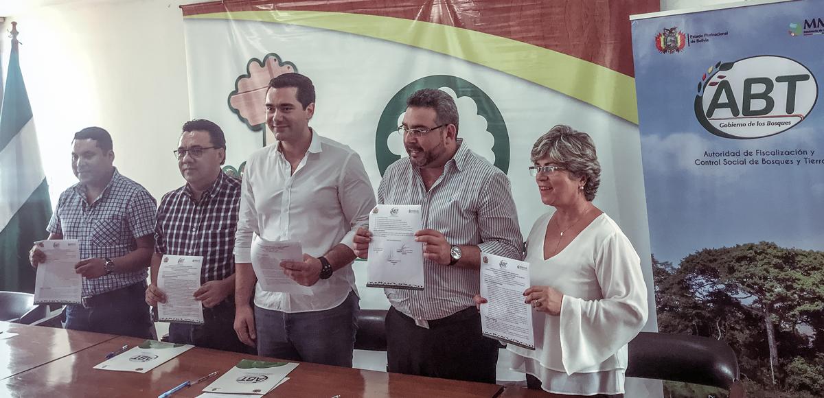 Firma del convenio interninstitucional entre la ABT, Senasag y la CFB