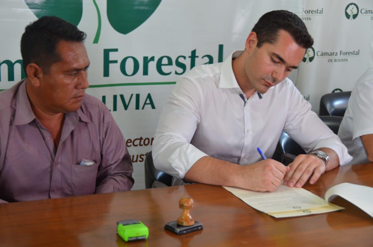 La Cámara Forestal de Bolivia (CFB) en coordinación con la Autoridad de Bosques y Tierras (ABT) e Insumos Bolivia, han colaborado con la comunidad indígena del departamento del Beni para abrirse camino en la exportación de madera